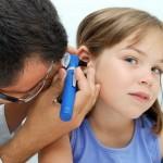Симптомы и лечение среднего отита у детей, коротко и ясно